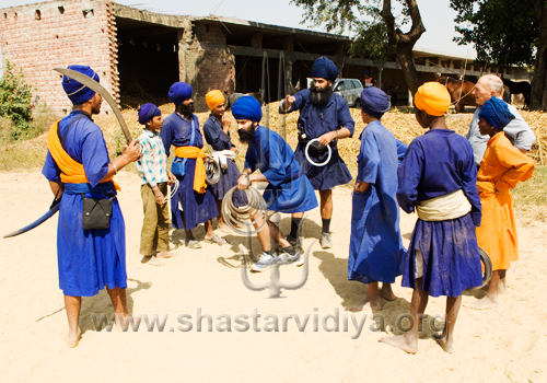 Gurdev Nidar Singh Nihang with Mike Loades during the filming of the Discovery Channel documentary on the Chakar (quoit), Sursingh, Punjab